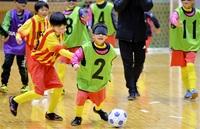声出し連係、心一つに ブラインドサッカー あわらで児童体験