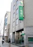 元北國銀福井支店行員、詐欺疑い逮捕