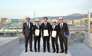 新幹線高架上で福井市望み内定式