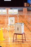 準備が整い、投票を待つ投票所。18、19歳の投票率は伸びなかったとみられる=10日、福井市の社北小