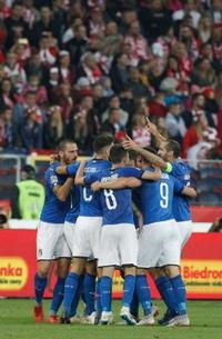 サッカー、イタリアが勝つ