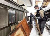 雪で不便な生活高齢者支援活動 大野の事業所社員