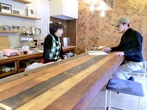 女性教師、実家ロープ店をカフェに