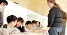 児童とALTら「本場」の英会話 高浜・和田公民…