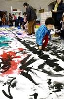 巨大アートできた 敦賀市文協60周年催し 来場…