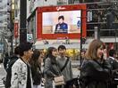 若者、東京で買い物やカラオケ