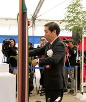 起工式に出席したスペースワンの太田信一郎社長=16日、和歌山県串本町