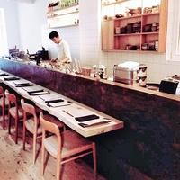 福井の漆器や和紙、笏谷石を発信している荒井史織さんの和食店「Shiori」=ドイツ・ベルリン