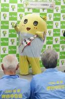 船橋税務署の一日署長に就任した千葉県船橋市の非公認キャラクター「ふなっしー」=23日午後