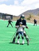 春スキー、人工ゲレンデで楽しむ