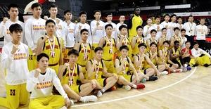 バスケットボールの全国高校選手権で3位入賞した男子北陸=12月28日、東京都の調布市武蔵野の森総合スポーツプラザ