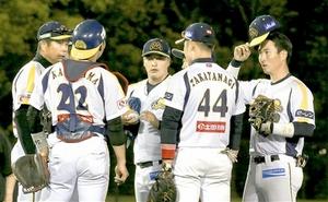 石川―福井 4回のピンチにマウンドに集まる福井の内野手ら=5日、金沢市民野球場