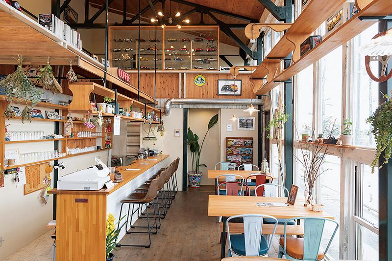 入る前からワクワクするアットホームな倉庫カフェ。
