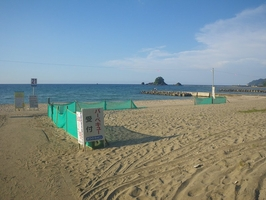 事故現場となった海水浴場(2021年8月・福井県高浜町)