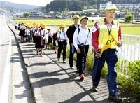 サルから児童守れ 福井・清水西地区 住民が「隊」結成 下校同行、花火配備も