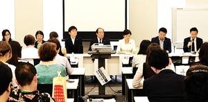 杉本彩さん(正面左端)の団体が主催した「動物愛護法改正のふりかえりと今後の課題シンポジウム」=6月、東京都内の衆議院第2議員会館