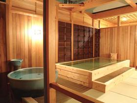 四季の海幸料理と温泉露天風呂でもてなす潮騒の宿