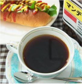 挽き立てをハンドドリップする本格カフェ