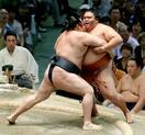 横綱鶴竜、1敗守り単独トップ