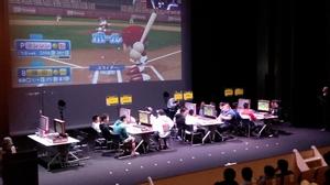40歳の記者が出場した「第1回ふくいeスポーツ野球大会」。使用したゲームは「パワプロ」で、白熱した戦いに会場は大盛り上がりだった=10月20日、福井県福井市のハピリン