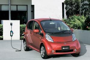 三菱自動車の電気自動車「アイ・ミーブ」