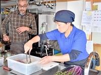 夢は農家食堂 65歳奮闘 総菜など作る女性の会 川崎さん(南越前) 町内飲食店で修業 「地元野菜広めたい」