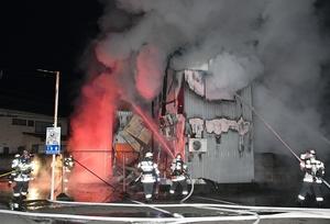 福井で未明住宅全焼、2遺体発見