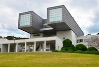 「九州沖縄なう」双眼鏡形の美術館復活